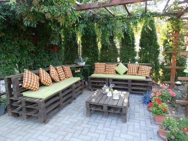 outdoor pallet furniture creative ideas backyard patio painted bench decorated wooden table - Garden Ideas With Pallets