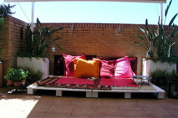 outdoor pallet furniture ideas creative backyard lounge red pillows brick wall