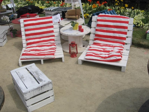 outdoor pallet furniture ideas creative diy shebi chic lounge red cushion