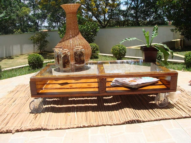 Outdoor Pallet Furniture Ideas Creative Varnished Backyard Patio Table  Glass Top