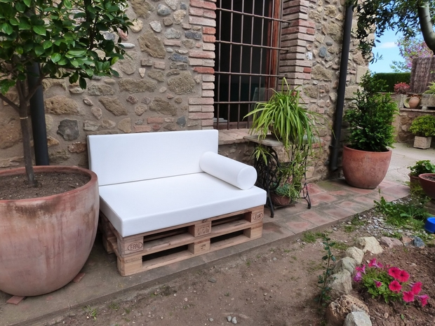 Outdoor Pallet Furniture Ideas Diy White Cushion Sofa Backyard Garden
