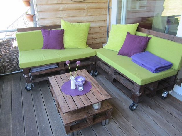 outdoor pallet furniture ideas varnished garden bench decorated table green cushion