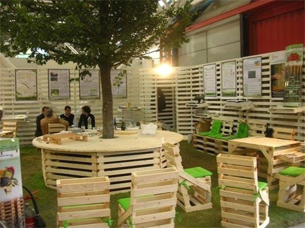 pallet furniture ideas creative wooden armchairs garden tables backyard lawn - Garden Ideas With Pallets