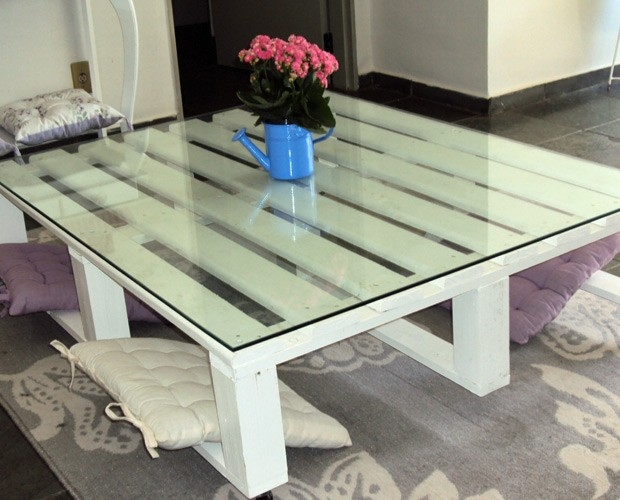 pallet furniture ideas easy reuse diy white table glass top