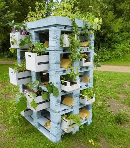 vertical blue pallet garden tower upcycled diy ideas white wooden crates flowers lawn