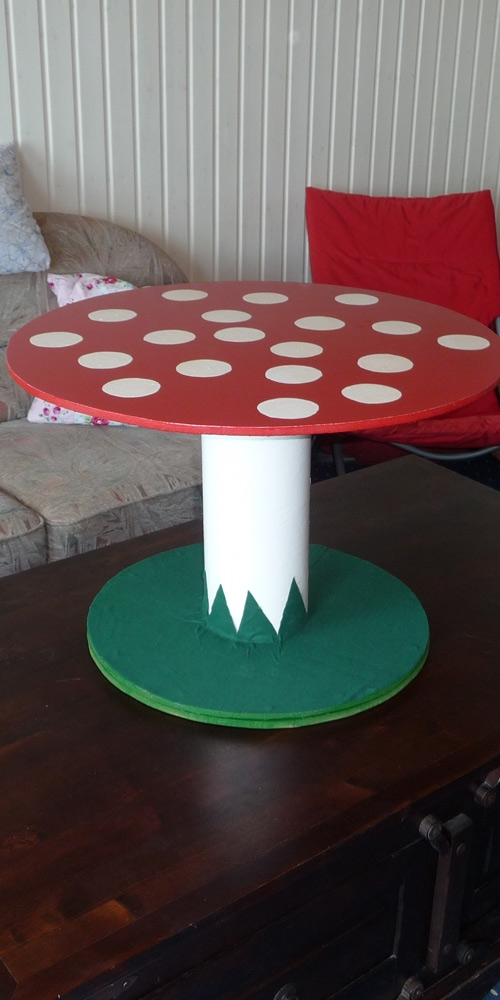 electrical-spool-coffee-table-diy-sponge-decoration