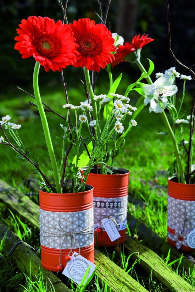 20 tin can craft ideas flower vases and plant pots for Decoration jardin printemps