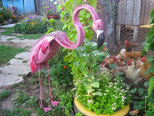 Tire recycling ideas 23 animal shaped garden decorations for Homemade garden decorations