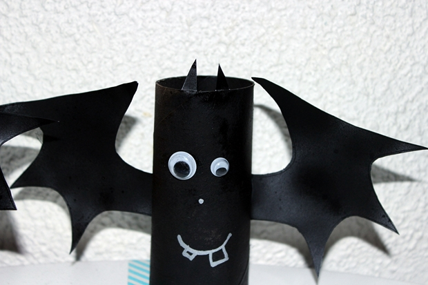 reused paper roll black scary halloween bat indoor decoration ideas diy - Paper Halloween Decorations