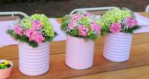 tin-can-craft-ideas-diy-purple-flower-decorated-garden-table-centerpiece-vases