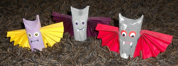 upcycle toilet paper rolls kid crafts scary diy halloween bats indoor decoration ideas