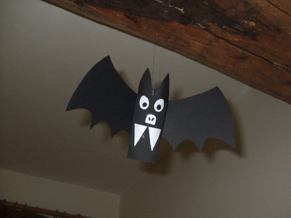 upcycling paper rolls easy kid craft hangling black halloween scary bat home decoration ideas