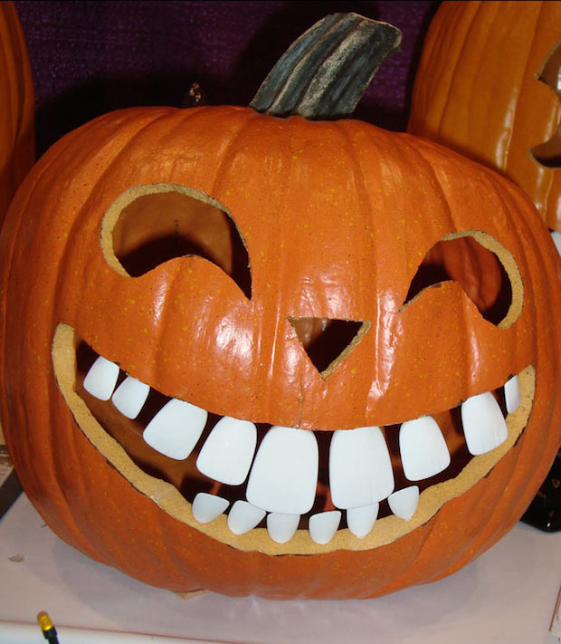 diy smiling halloween pumpkin carving idea teeth pattern