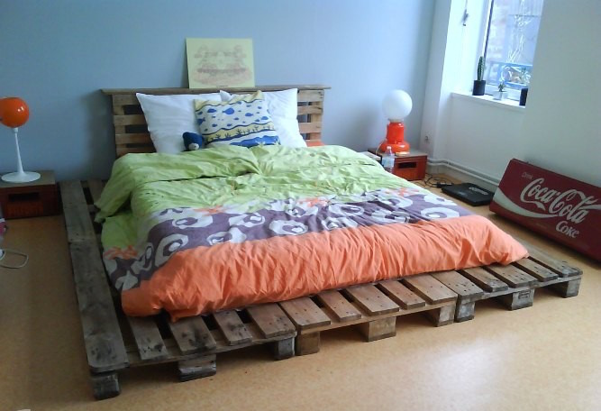 how to make pallet bed frame cheap recycling pallet idea bedside lamps coca cola home design sign coloured linens