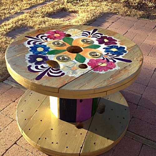 Wooden cable spool table 40 upcycled furniture ideas for Wooden cable reel ideas