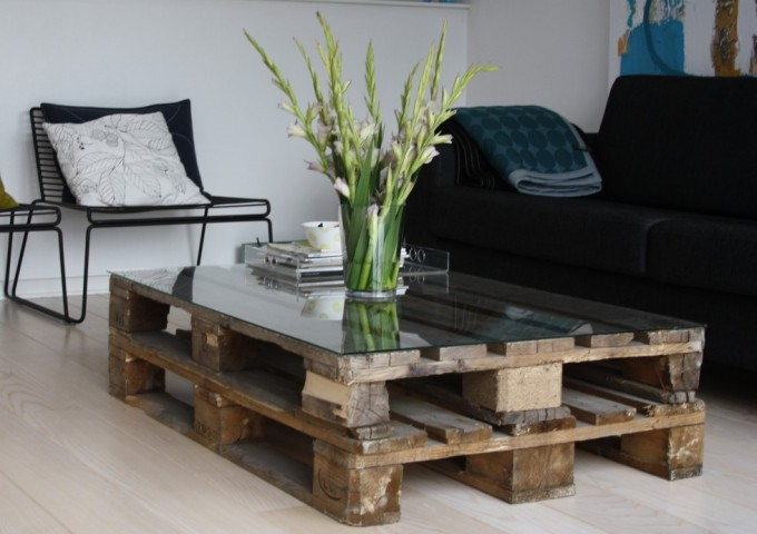 Reused Wooden Diy Pallet Coffee Table Top Glass Flower Vase Metal Chairs