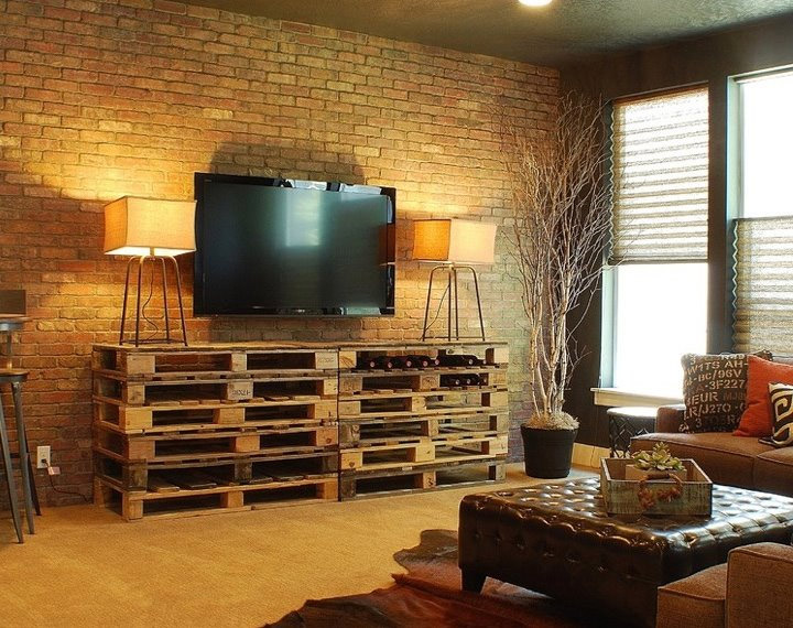 22 upcycling pallet table ideas for your garden or living room. Black Bedroom Furniture Sets. Home Design Ideas