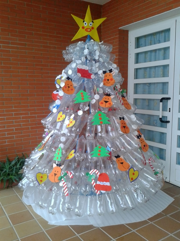 Creative Christmas Tree Made Of Empty Plastic Bottles Diy Recycling Ideas