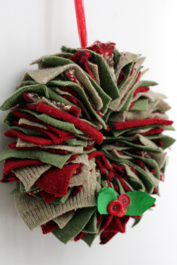 upcycling christmas door wreaths made from old colourful rag