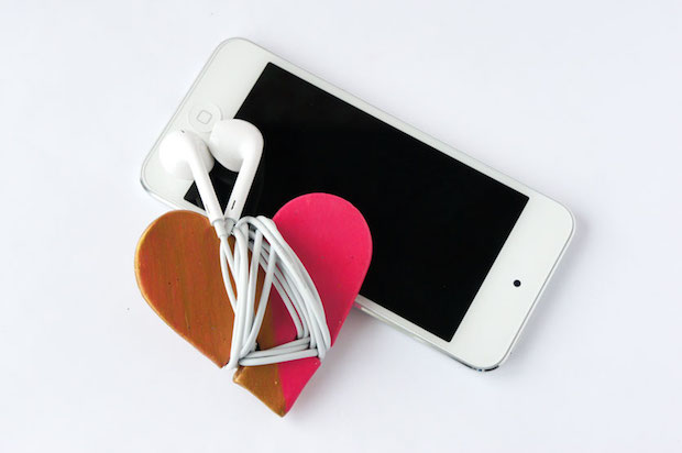 creative valentines day gift idea for her diy iPhone earbud holder iPhone cord organiser