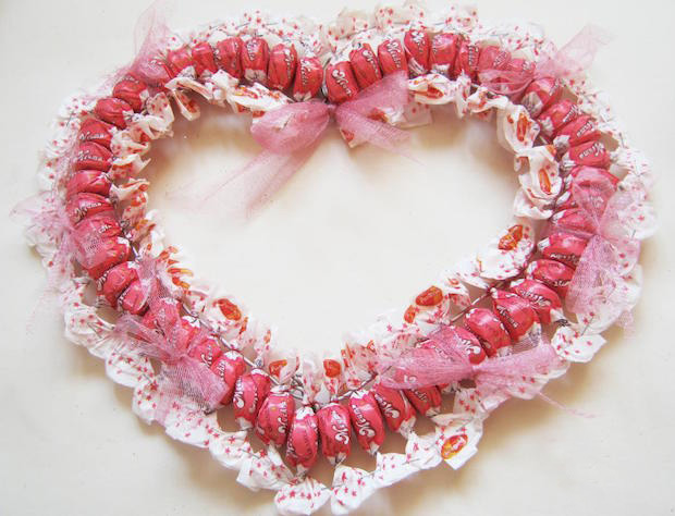 diy candy wreath valentines day gift ideas for her