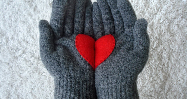 handmade-valentines-day-gift-for-her-upcycling-old-gloves-heart-decoration