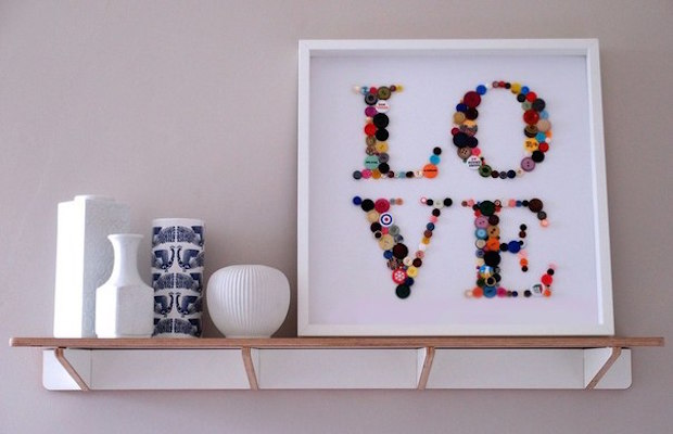 romantic valentines day gift frame made of old sewing buttons idea