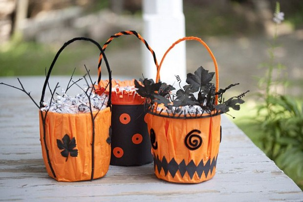 Halloween Crafts For Adults From Old Tin Cans Decorated As Gift Baskets Front Door Decoration