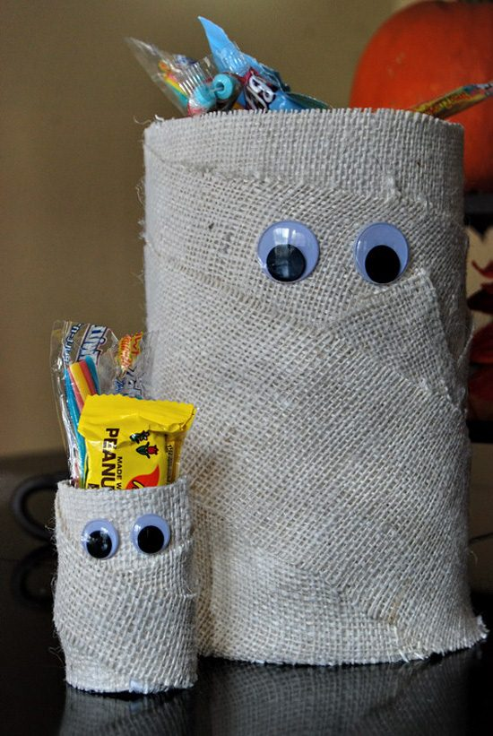 halloween crafts mummy candy cans with burlap ribbon and googly eyes scary home decoration