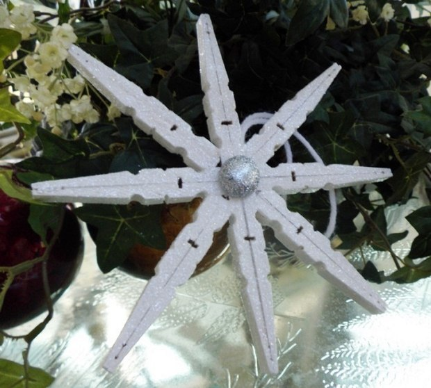 christmas ornaments clothespins white star tree decorating idea