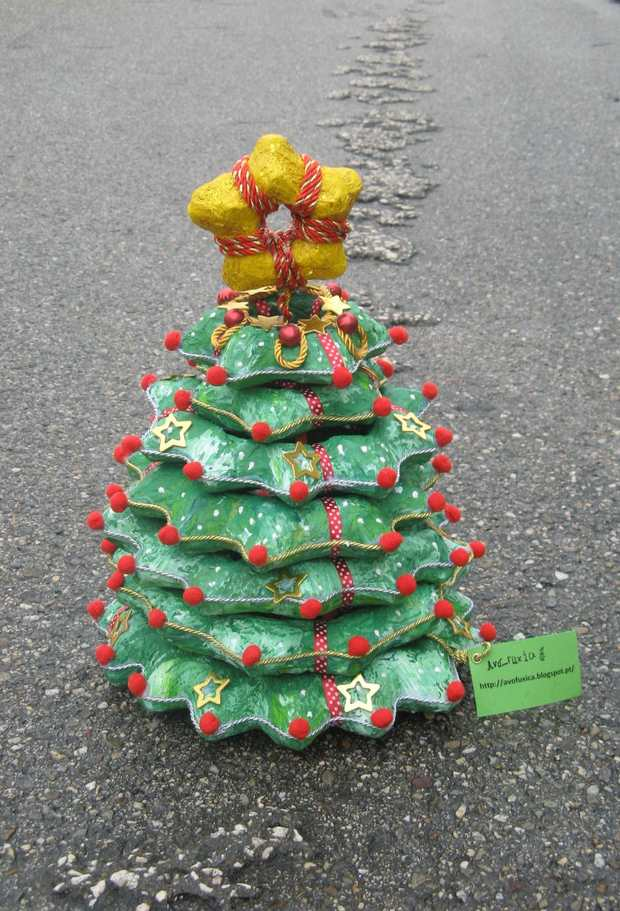 alternative christmas trees used egg cartoon yellow star cheap idea