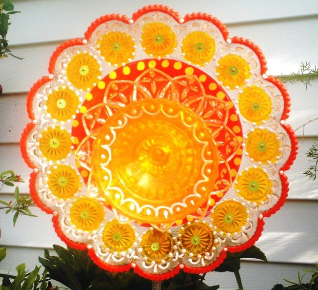 garden glass flower yellow colored plates bowl garden art decor ideas