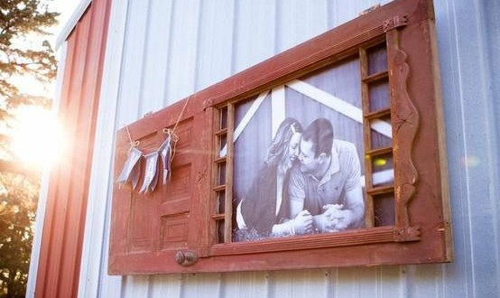 recycling-old-wooden-doors-upcycled-photo-frame-outdoor-wall-hanging-crafts
