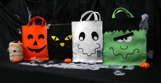 halloween goody bag ideas fabric upcycled spooky googly eyes candy bags decoration