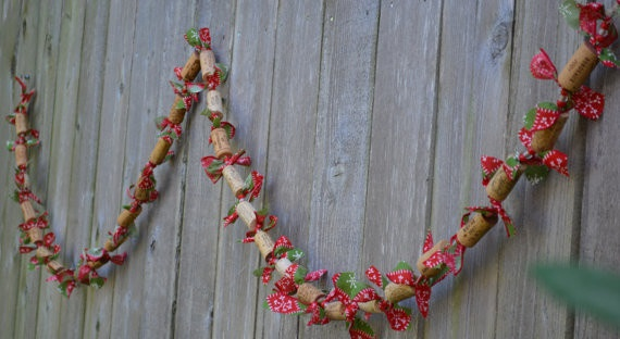 wine cork christmas craft diy garlands red ribbons decor wall hanging ideas