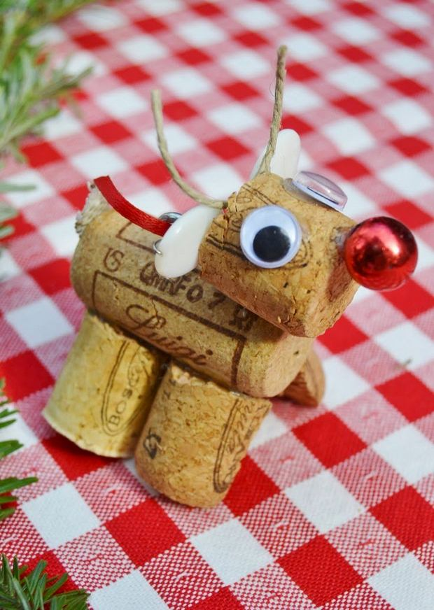 wine cork christmas crafts handmade diy red nosed deer googly eyes tree ornament idea