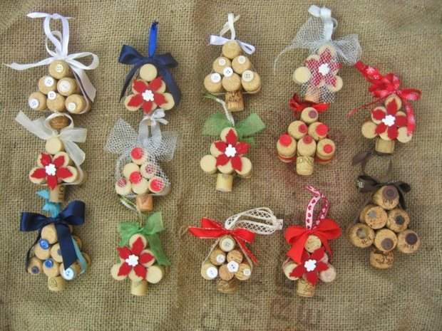wine cork christmas craft ornaments mini trees ribbon decoration ideas