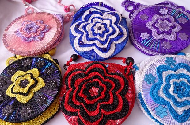 cd crafts knitted bags flowers colorful diy reuse creative
