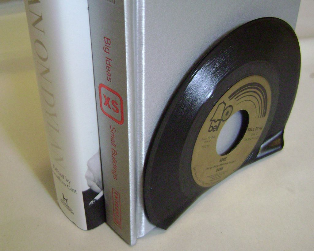 reuse vinyl records book holder diy easy to make room decoration
