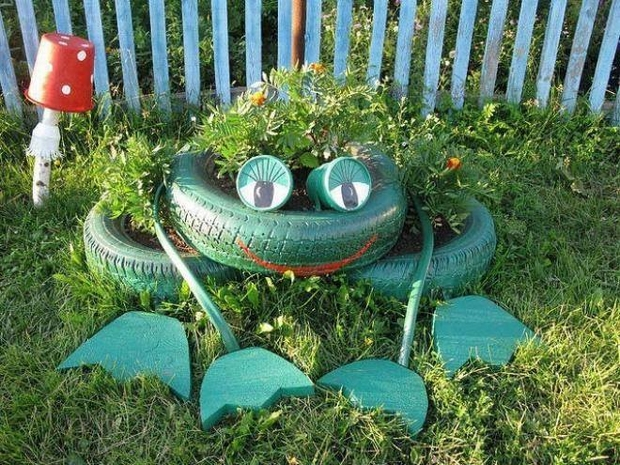reuse old tires garden junk ideas decoration frog flower bed
