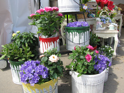garden junk ideas creative diy painted flower bucket