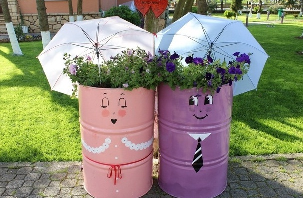 repurpose old oil drums garden umbrella flower planter