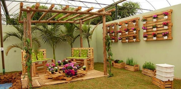 Outdoor Furniture Ideas Creative Vertical Pallet Garden Wooden Chairs Flower Table
