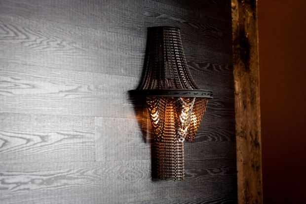 Upcycled bicycle chain wall lamp art idea