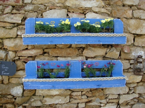 creative diy vertical blue pallet garden stone wall flowers