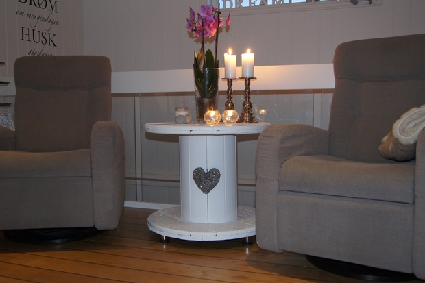 electric spool white coffee table grey sofa candle decoration