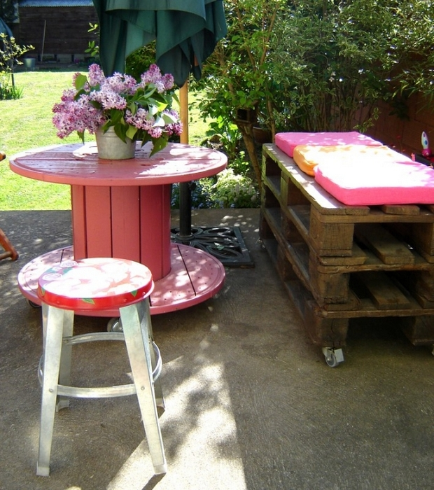 Wooden Cable Spool Table Pink Painted Flower Centerpiece Pallet Sofa  Backyard
