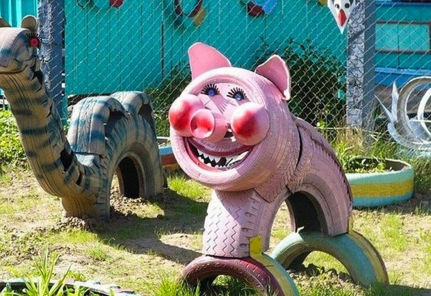 recycled rubber tires painted pig diy kid playground hog tire smile face cute upcycling tires idea
