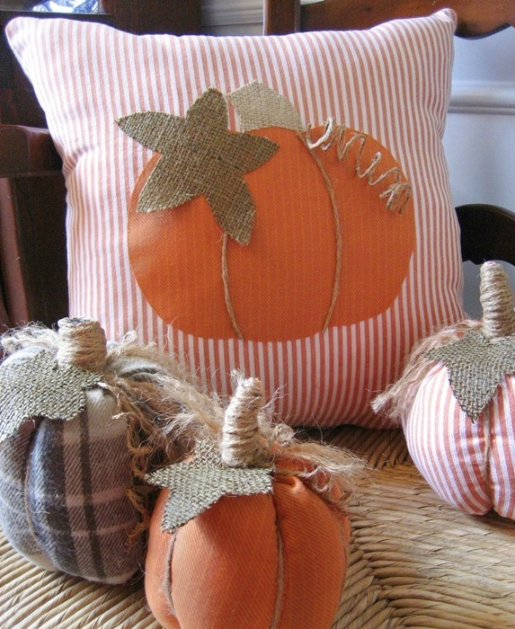Great Ways To Use Burlap In Home Decor: Upcycling Halloween Pillows For Your Indoor Decoration