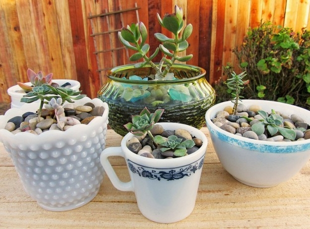 reuse teacups ideas creative upcycle white pots outdoor garden planter decoration ideas